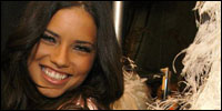 Adriana-Lima-backstage